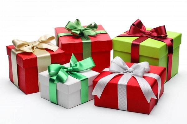 гора подарков на праздник
