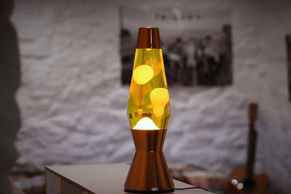 лавовая лампа в интерьере