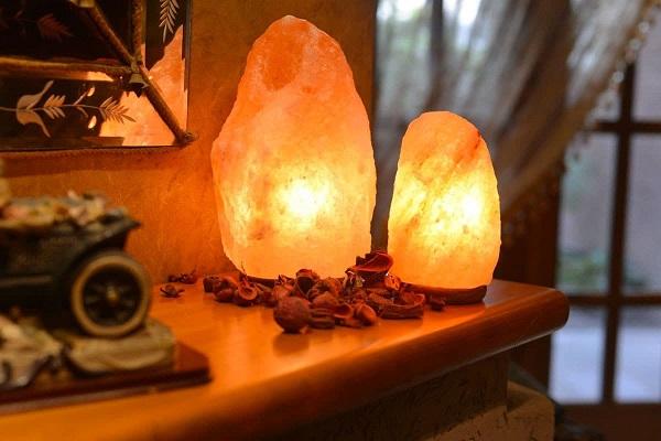 мягкий теплый свет соляной лампы