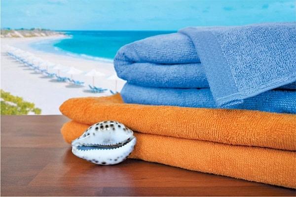 пляжные полотенца лежат на пляже