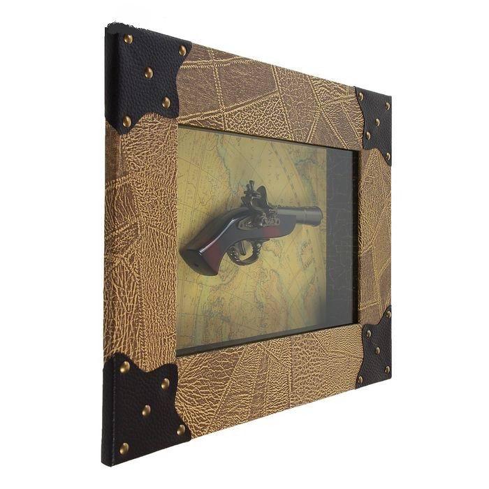 panno-suvenirnoe-pistol-na-karte-mira-1