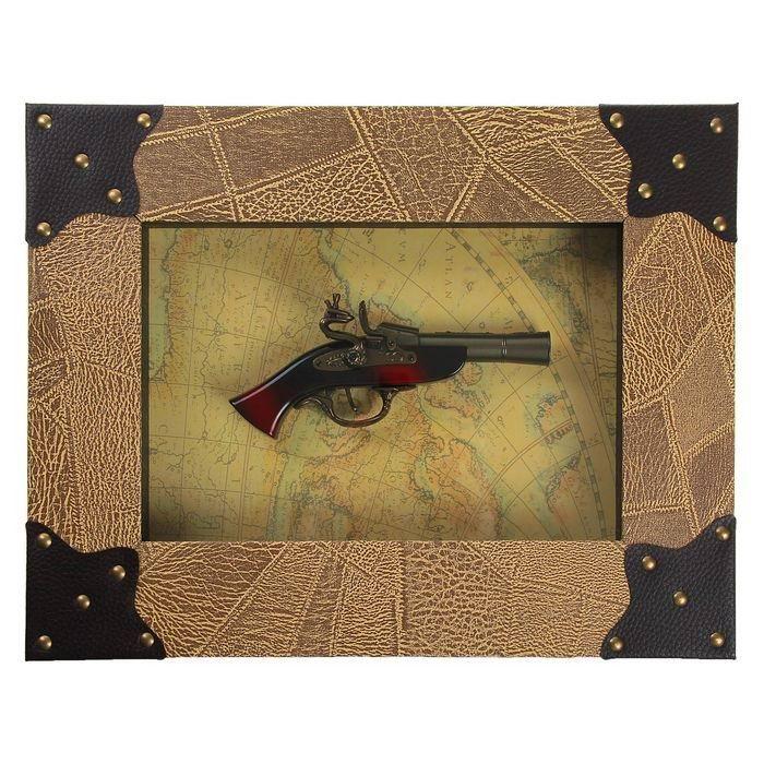 panno-suvenirnoe-pistol-na-karte-mira