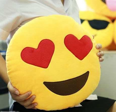Подушка cмайлик «Влюбленный» с сердечками купить в Минске +375447651009