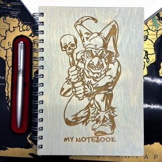 Блокнот в деревянной обложке «Череп и Шут» + ручка Минск +375447651009