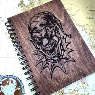 Блокнот в деревянной обложке «Клоун в очках» + ручка, цвет венге Минск +375447651009