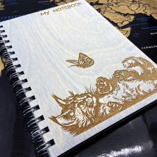 Блокнот в деревянной обложке «Кот и бабочка» + ручка Минск +375447651009