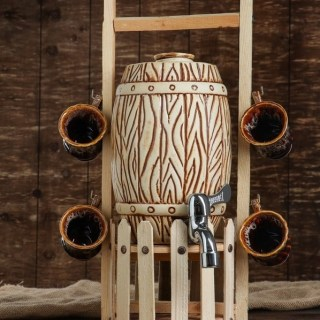 Бочонок для напитков на деревянной подставке с кружками купить в Минске +375447651009