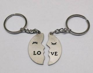 Брелок для двоих «Love» половинки Луны купить в Минске +375447651009