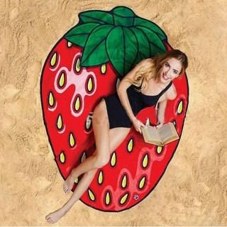 Пляжное покрывало-полотенце «Клубничка» купить +375447651009