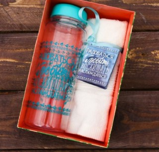 Подарочный набор «Радовать и любить» бутылка для воды, полотенце купить в Минске +375447651009