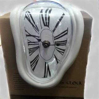 Стекающие часы Сальвадора Дали белые «Melting Clock» Минск +375447651009