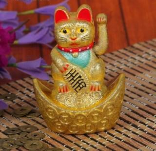 Сувенир «Кот счастья на золотом слитке» Минск
