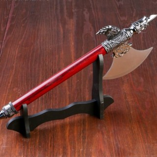 Сувенирное оружие «Топор» на подставке купить в Минске +375447651009