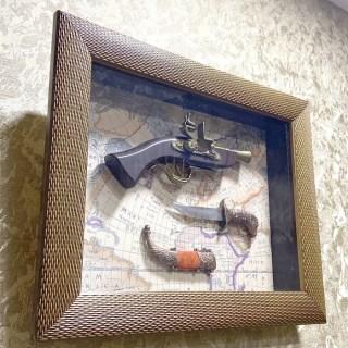Сувенирное оружие в рамке «Мушкет и кинжал» на карте мира купить в Минске +375447651009