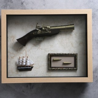 Сувенирное оружие в рамке «Пистолет, пули, парусник» на карте мира купить в Минске +375447651009