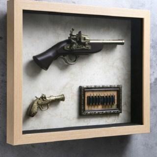 Сувенирное оружие в рамке «Пистолеты и пули » на карте мира купить в Минске +375447651009