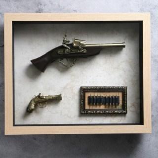 Сувенирное оружие в рамке «Пистолеты и пули» на карте мира купить в Минске +375447651009