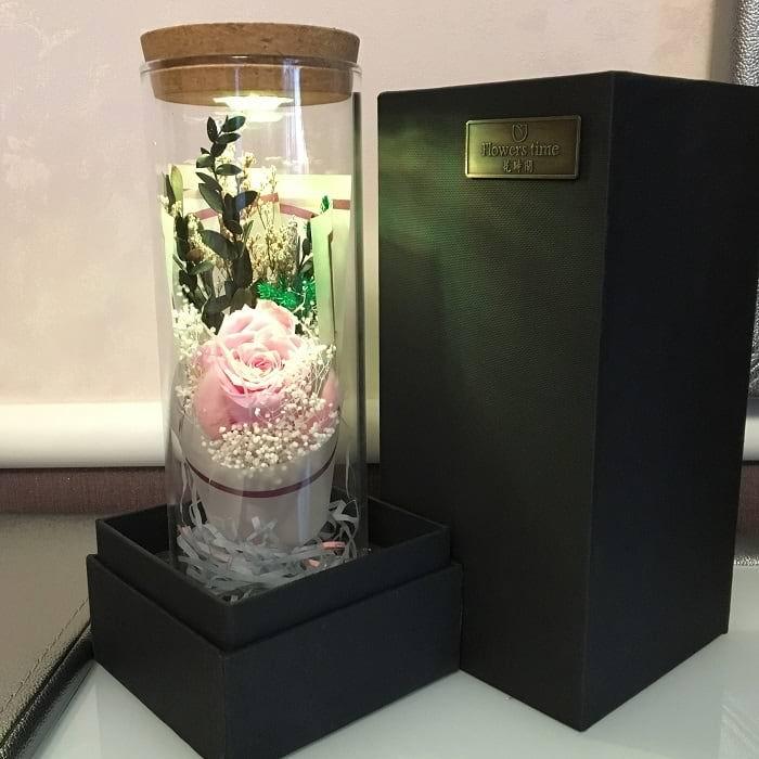 Розовая роза в стеклянной колбе с подсветкой купить