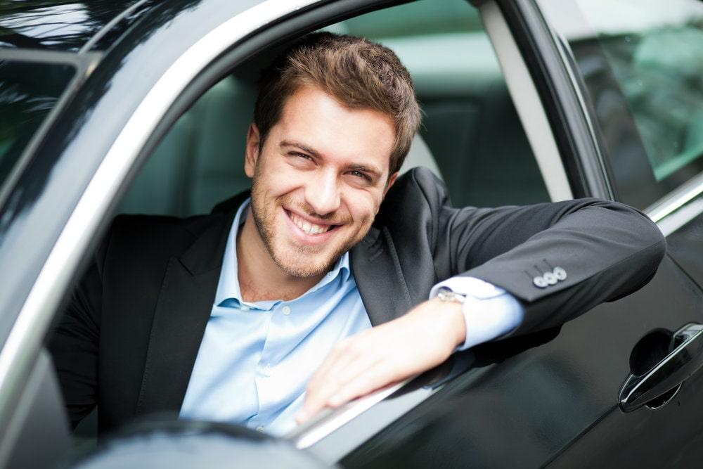 водитель в авто